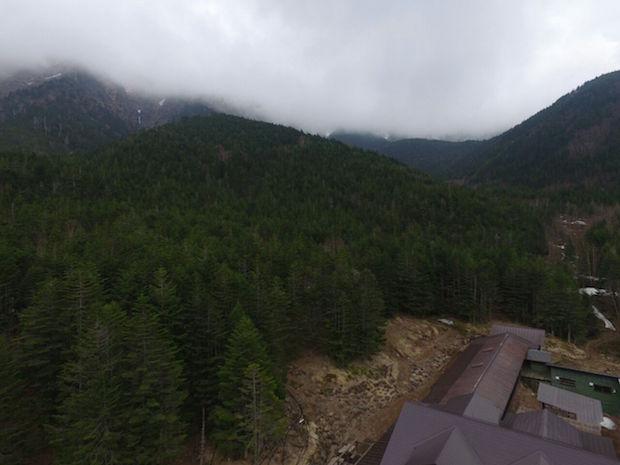 赤岳鉱泉から八ヶ岳・赤岳・阿弥陀岳の情報 先日の雪で小屋周辺で2〜3cm積 2017年11月17日