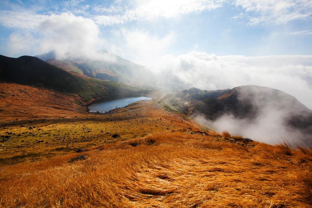秋の鳥海山(写真=吉田智彦)