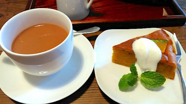 紅茶とかぼちゃケーキのセット