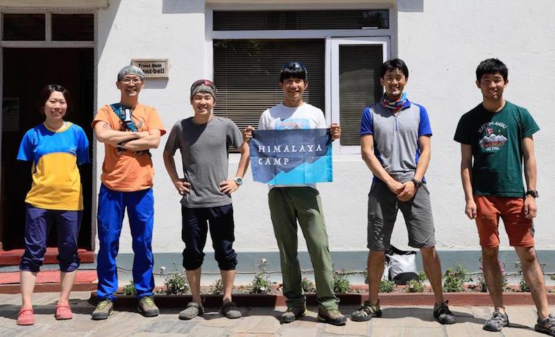 4月14日にカトマンズから未踏峰へと旅立った登山隊(ヒマラヤキャンプFacebookページより)