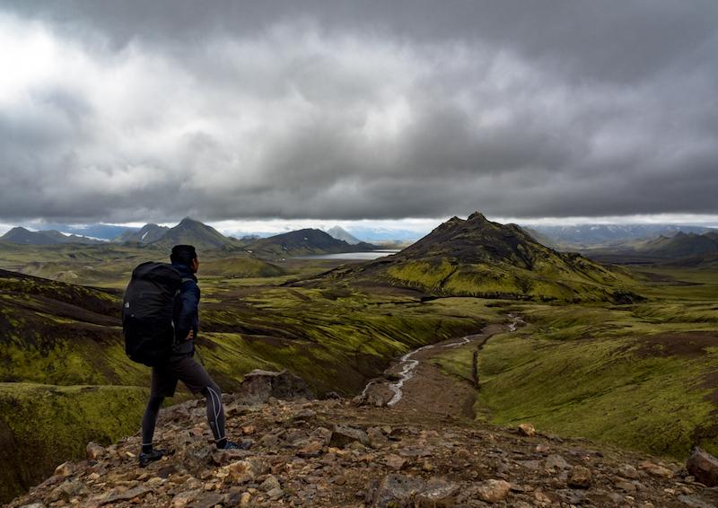 アイスランド内陸部の山岳地帯にあるロイガヴェーグル。火山と氷河が織りなす壮大な景色が楽しめる
