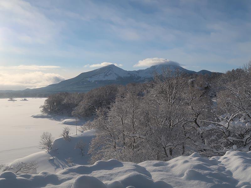 キャンプ場から磐梯山をのぞむ