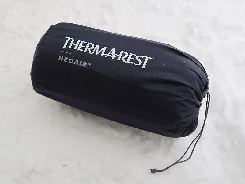 Xサーモマックスのシンプルなスタッフバッグ