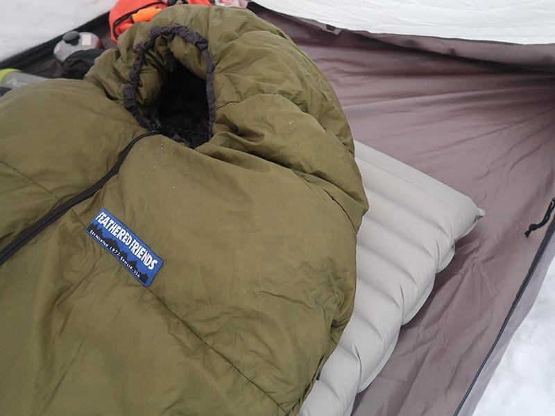 サーモマックスの上に寝袋を準備