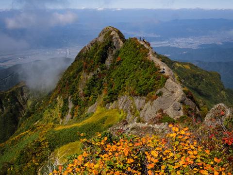 リングな岩場を越えて絶景の展望へ