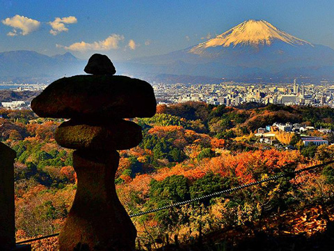 遅い紅葉を鎌倉アルプスで楽しむ