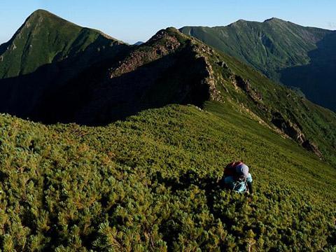 チロロ川ルートから百名山・幌尻岳へ