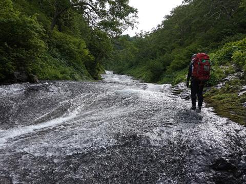 1.5km続く滑床・クワウンナイ川遡行