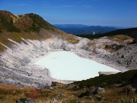 温泉から温泉へと繋ぐ紅葉縦走登山