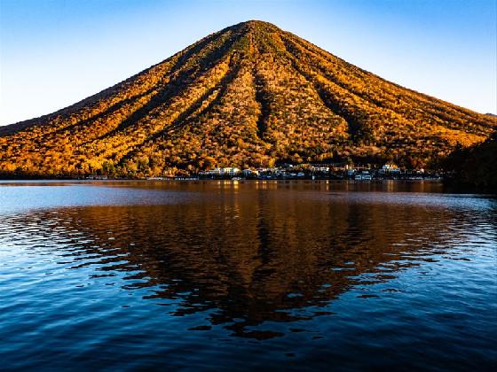 紅葉の中禅寺湖畔散策と絶景を堪能