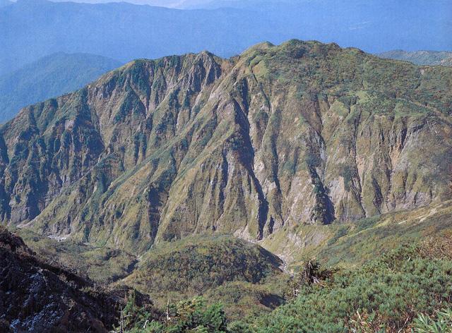 釈迦岳 - はくさんしゃかだけ:鎧岳:標高2,053m-東海・北陸・近畿:白山 - Yamakei Online / 山と溪谷社