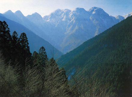 大普賢岳 - 「関西の前穂高岳」の異名を持つ大峰山脈の峻峰 - ヤマケイ ...