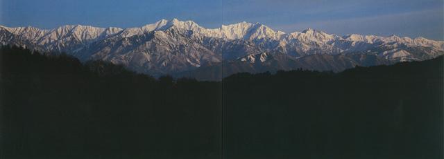 写真:近藤辰郎 五竜岳山頂からの剱・立山連峰。左から水晶岳、赤牛岳、薬...  北アルプス・御嶽