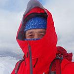 手や耳が凍る・・・!? 真冬の雪山で、肌の露出してはいけない