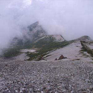天候不良でヘリでの救助ができないケースが続く。 島崎三歩の「山岳通信」 第82号
